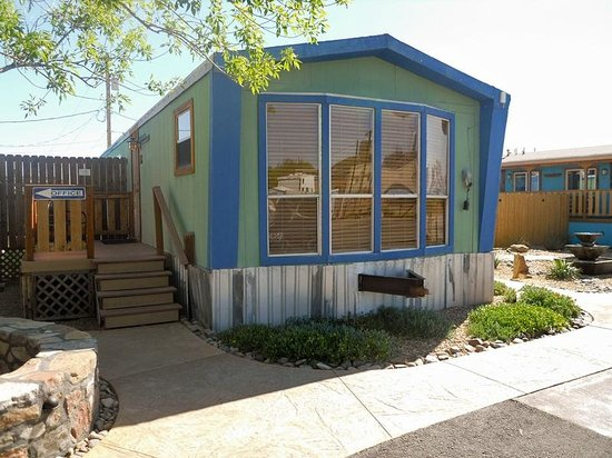 Riverbend Hot Springs: Budget Double Room