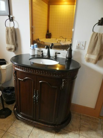 Canna Country Inn : Serenity Suite bathroom