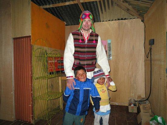 Uros Tupirmarka Lodge: Полюбились местным детишкам