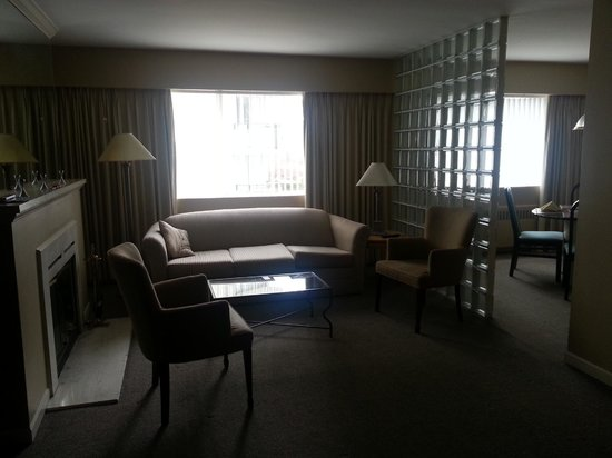 Rosellen Suites At Stanley Park: Living room