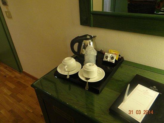 Bologna Hotel Pisa : café en la habitación