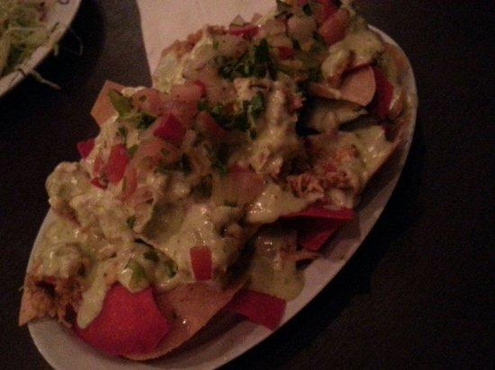 Picoteo Rincon: Nachos de pollo en salsa verde