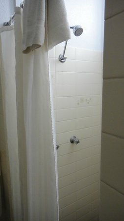 Aquajet Motel: Shower area