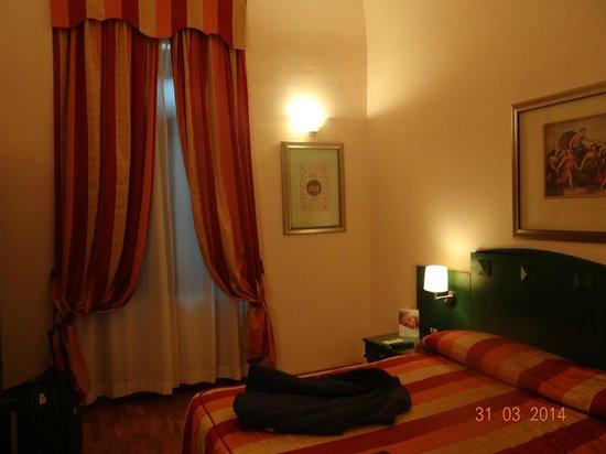 Bologna Hotel Pisa : habitación