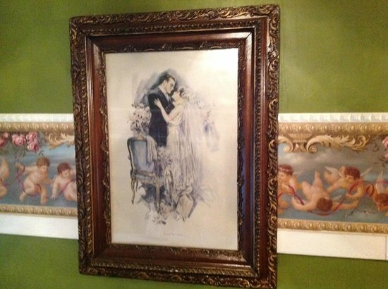 Lockheart Gables Romantic Bed & Breakfast : An example of some of the art in the room.