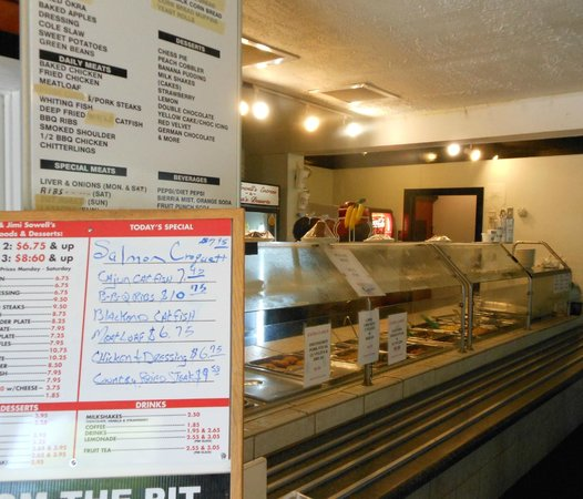 Jeff's Family Restaurant: Specials board & serving line
