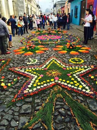 La Plaza (Parque Central): The carpets being made around the streets of the park - Good Friday
