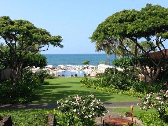 Four Seasons Resort Hualalai: One of four ocean front pools