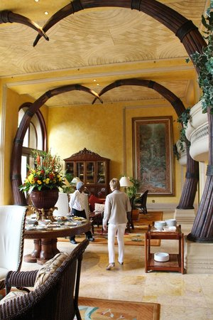 The Palace of the Lost City: One of the lounges in the hotel