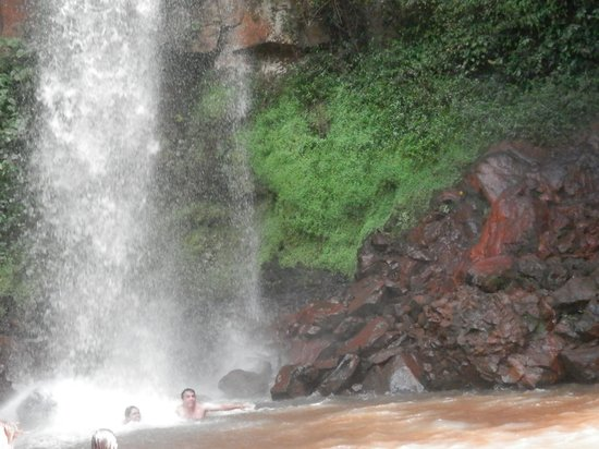 Tres Quedas Waterfall: Queda Dágua Andorinha - 27 metros