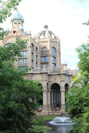 The Palace of the Lost City: Hotel grounds