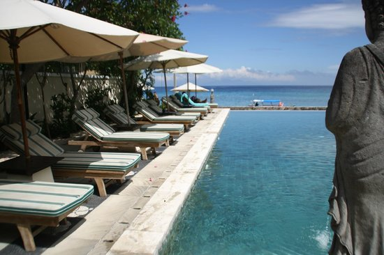 Puri Mas Boutique Resort & Spa : Look at the pool and sea