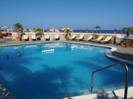 Samsara Cliffs Resort: the pool