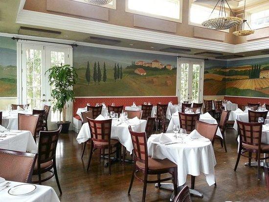 Toscana: dining room