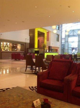Traders Hotel, Qaryat Al Beri, Abu Dhabi: lobby
