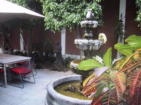 Hotel Las Mariposas : Front courtyard