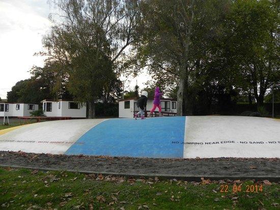 Whanganui River Top 10 Holiday Park: Jumping Pillos
