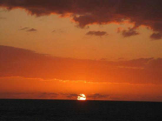 Beachfront Inn : Sunrise from balcony
