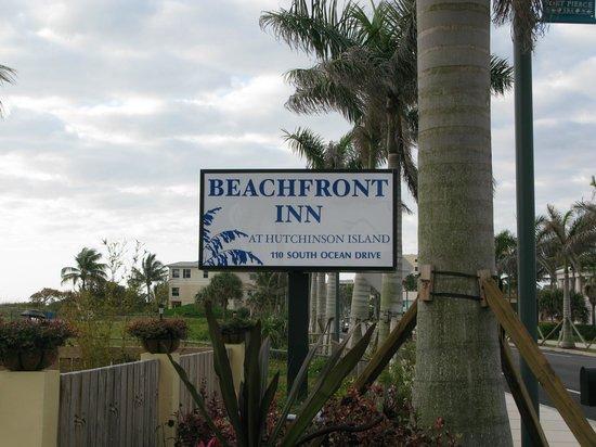 Beachfront Inn : Street view