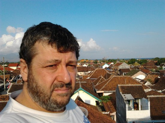 Ritansa roebuck : Bali in distance