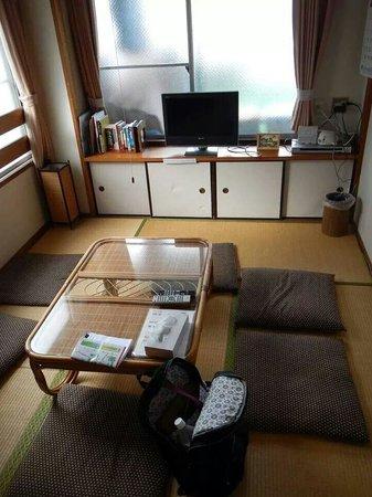 Hiroshima Hana Hostel: 5th floor living room