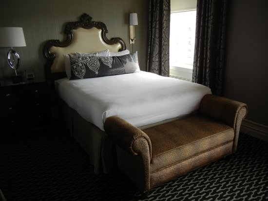 Kimpton Sir Francis Drake Hotel : City View Deluxe Two Queen Beds