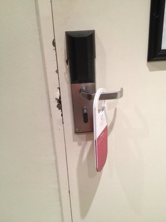 Cresta President Hotel: Faulty door lock, very unsafe - First room, 501
