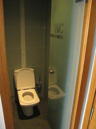 JM Suites Hotel : Odd doors