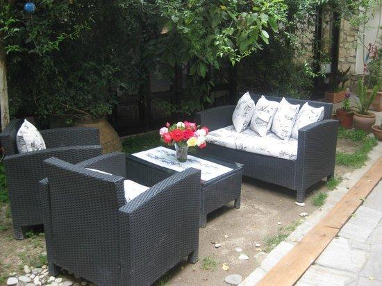 Ephesus Suites Hotel: Relaxing garden