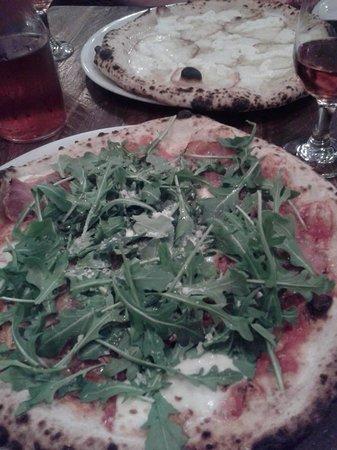 Via Tevere Pizzeria : 薄くてクリスピー