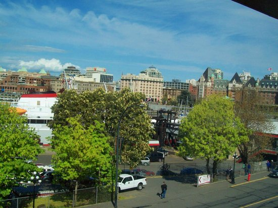 Days Inn - Victoria on the Harbour: Downtown View from Room 421