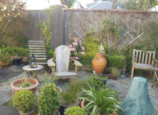Abbeylee Bed & Breakfast: Backyard garden