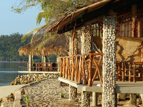 Coral Bay Beach & Dive Resort: *