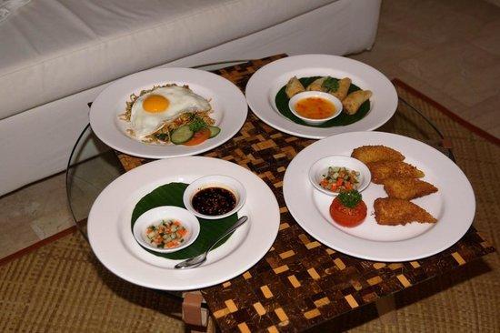 Komaneka at Rasa Sayang: room service breakfast