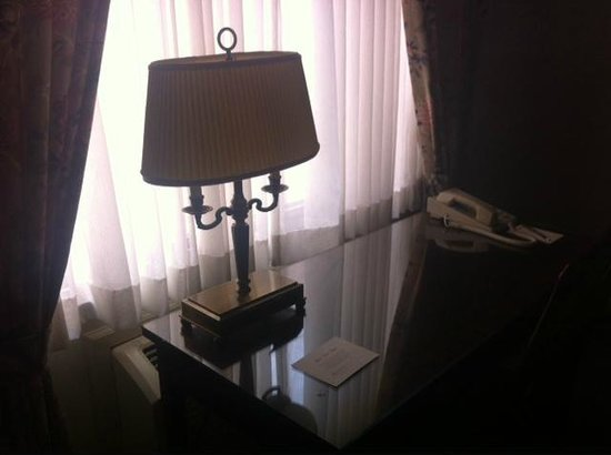 Bell Tower Hotel: Desk
