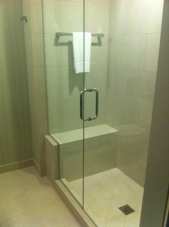 Bell Tower Hotel: Shower again