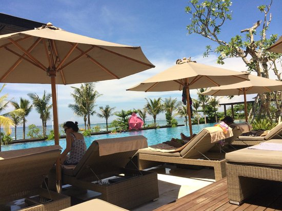 Fairmont Sanur Beach Bali: The pool area - great view to the ocean