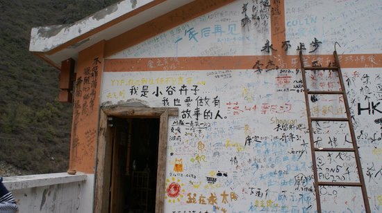 Gongga International Youth Hostel: Corridor of Gongga hostel