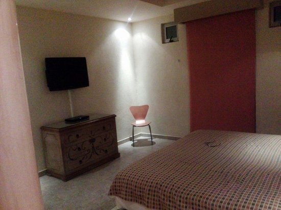 Flamingos Auto Hotel: cama KS