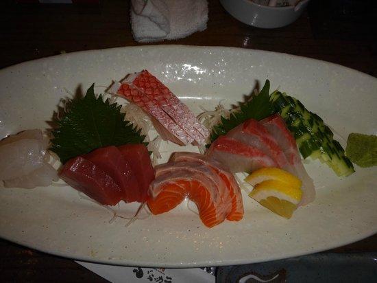 Uomachiya Bubuka: 刺身の盛り合わせ