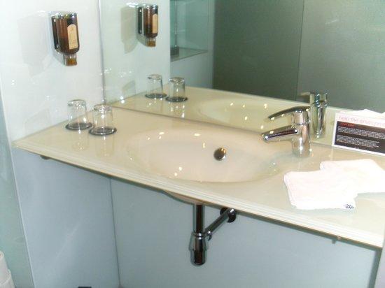 FourSide Hotel City Center Vienna: Waschbereich