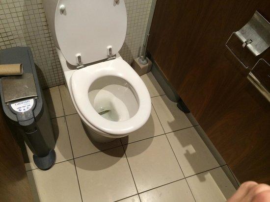 Ablaze Grill + Bar: Toilet