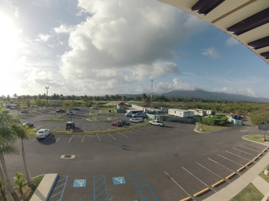 Melia Coco Beach: Parking lot and mountains