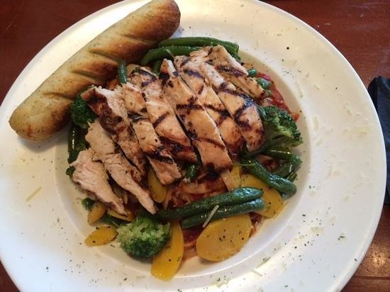 Bunkers Sports Bar : Pasta Primavera with grilled chicken