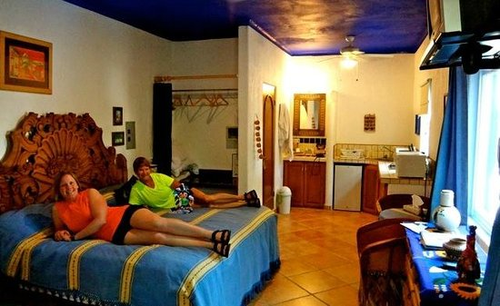 Hacienda Paraiso de La Paz Bed and Breakfast/Inn : Our lovely room!  ahhhhhh~