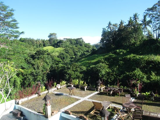 UMAH GRAN GUEST HOUSE: Beautiful view with TRAFFIC SOUNDS