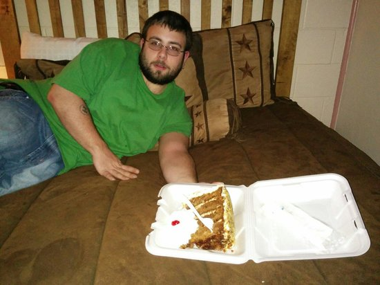Big Texan Motel: Big Texas carrot cake..delicious! Took two of us two days to finish it.