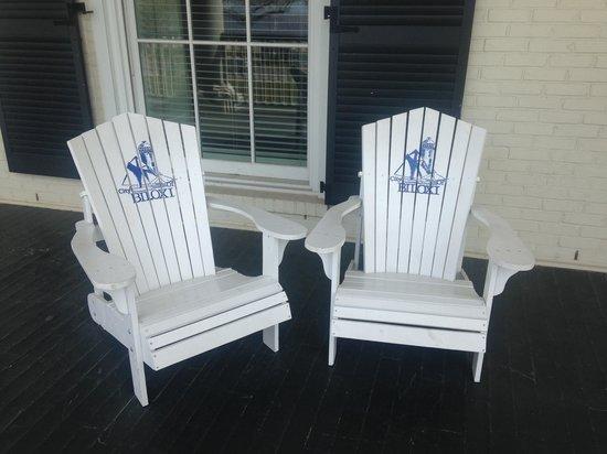Biloxi Visitors Center: front porch