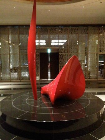 Conrad Tokyo: Sculpture on first floor