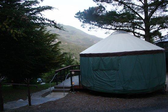 Treebones Resort: Mountain View Yurt